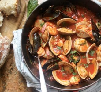 overhead cioppino and bread