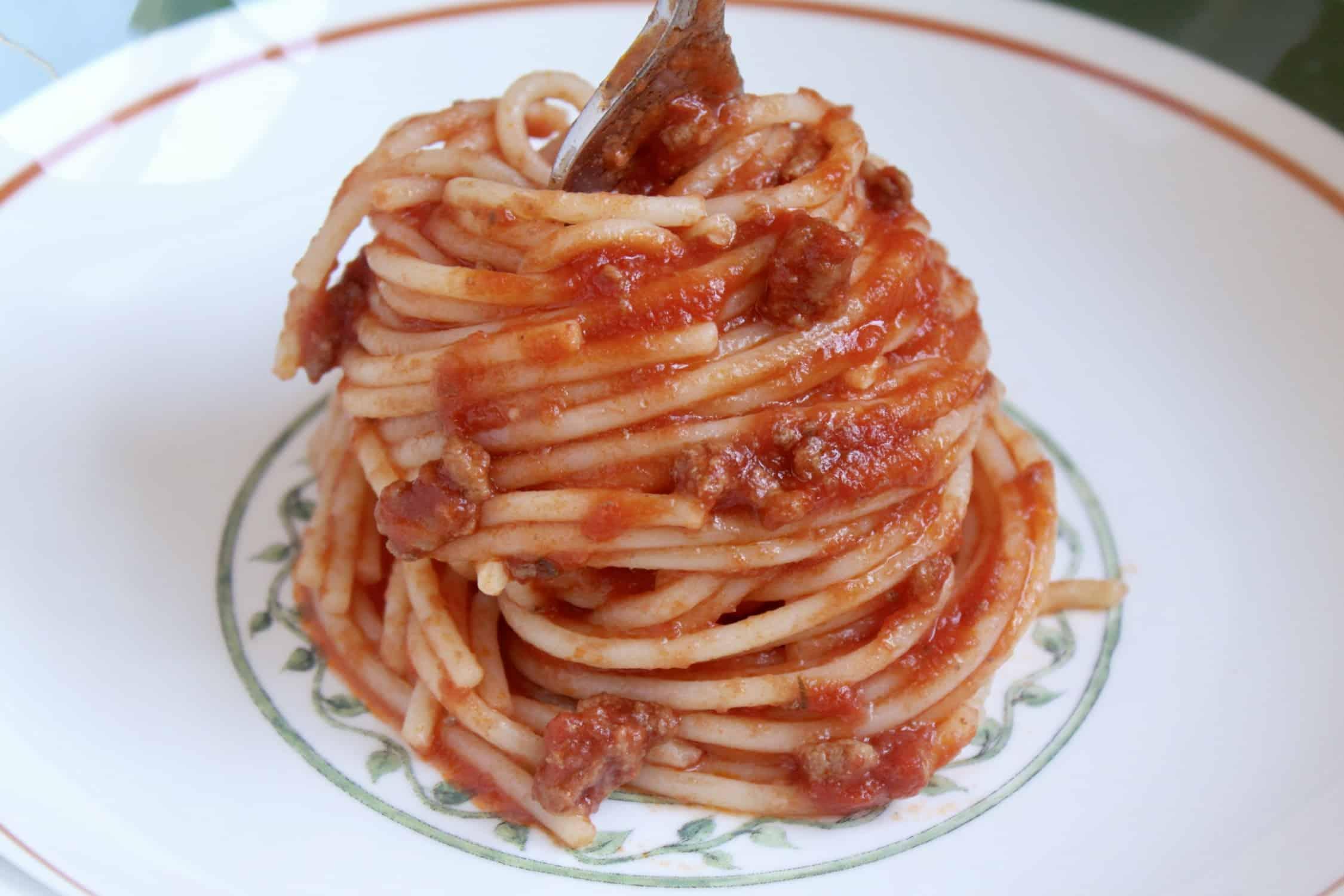 spaghetti served restaurant style