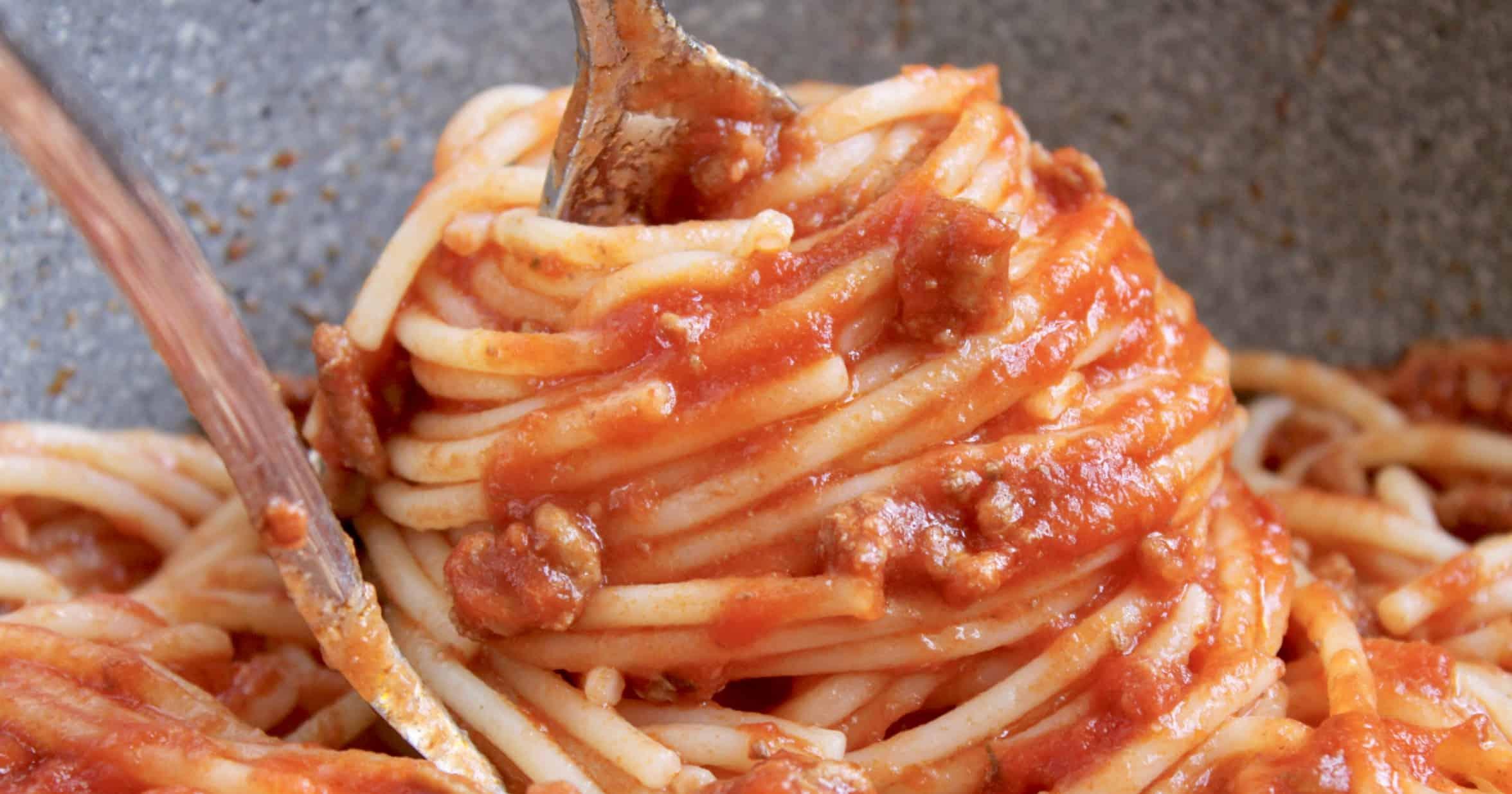 spaghetti sauce with spaghetti
