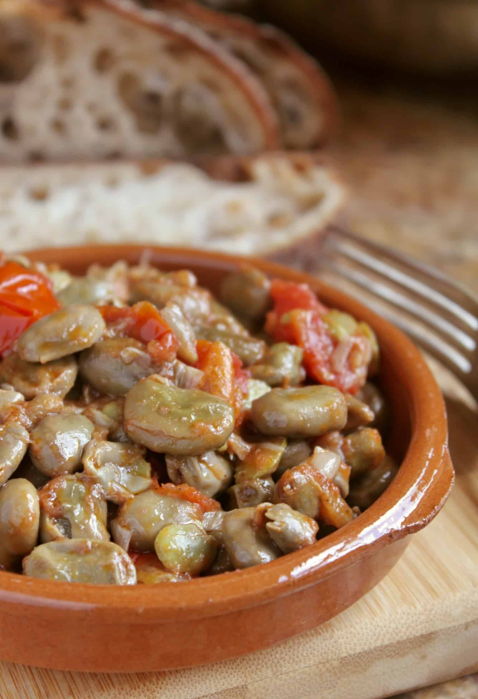 broad beans and tomatoes in a bowl with bread