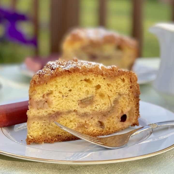 rhubarb cake pieces on plates