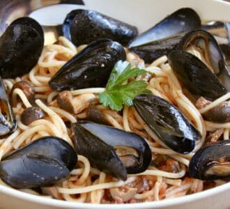 Mussel pasta in a bowl