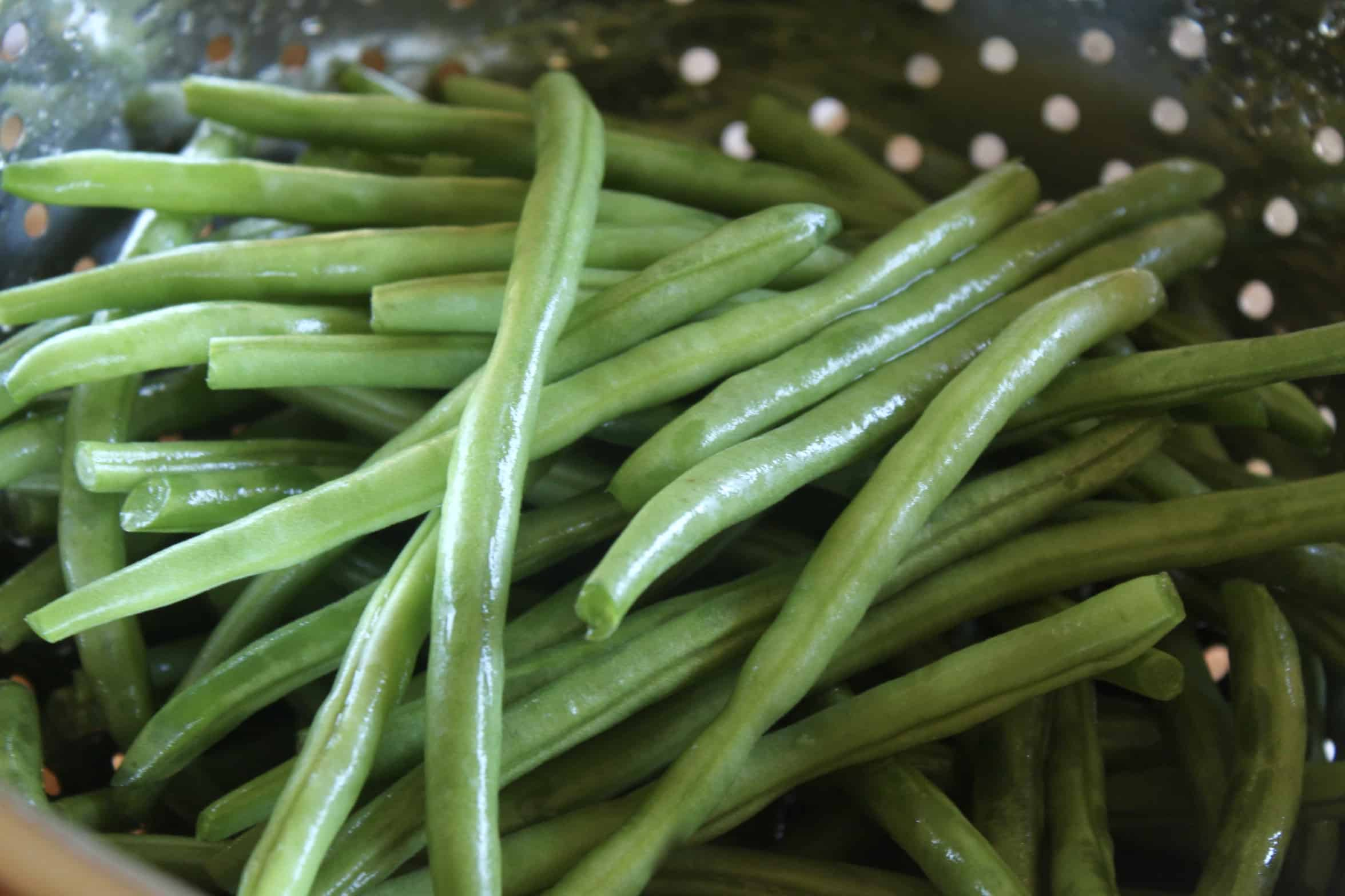 washing green beans in a colander