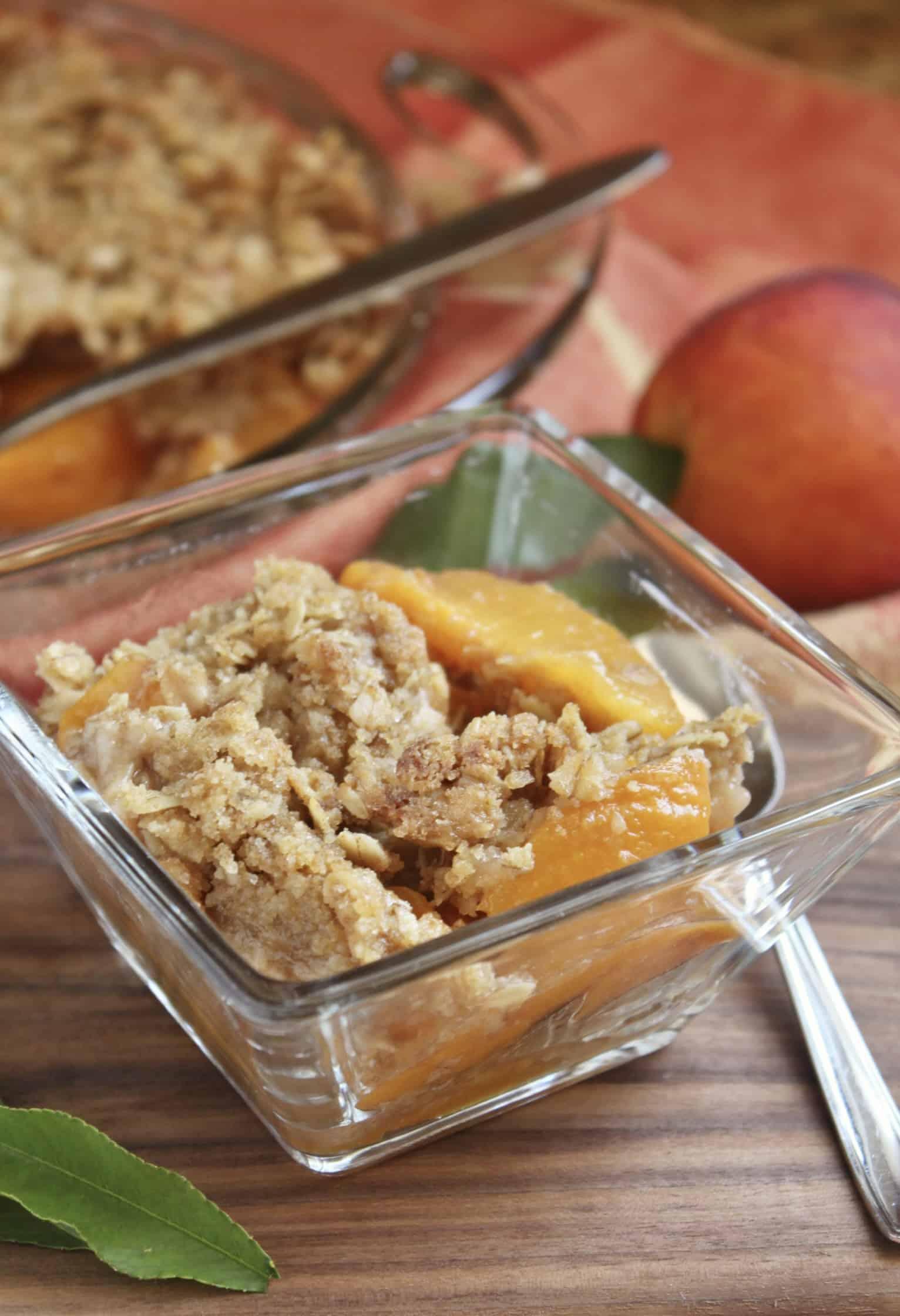 peach crisp in a bowl