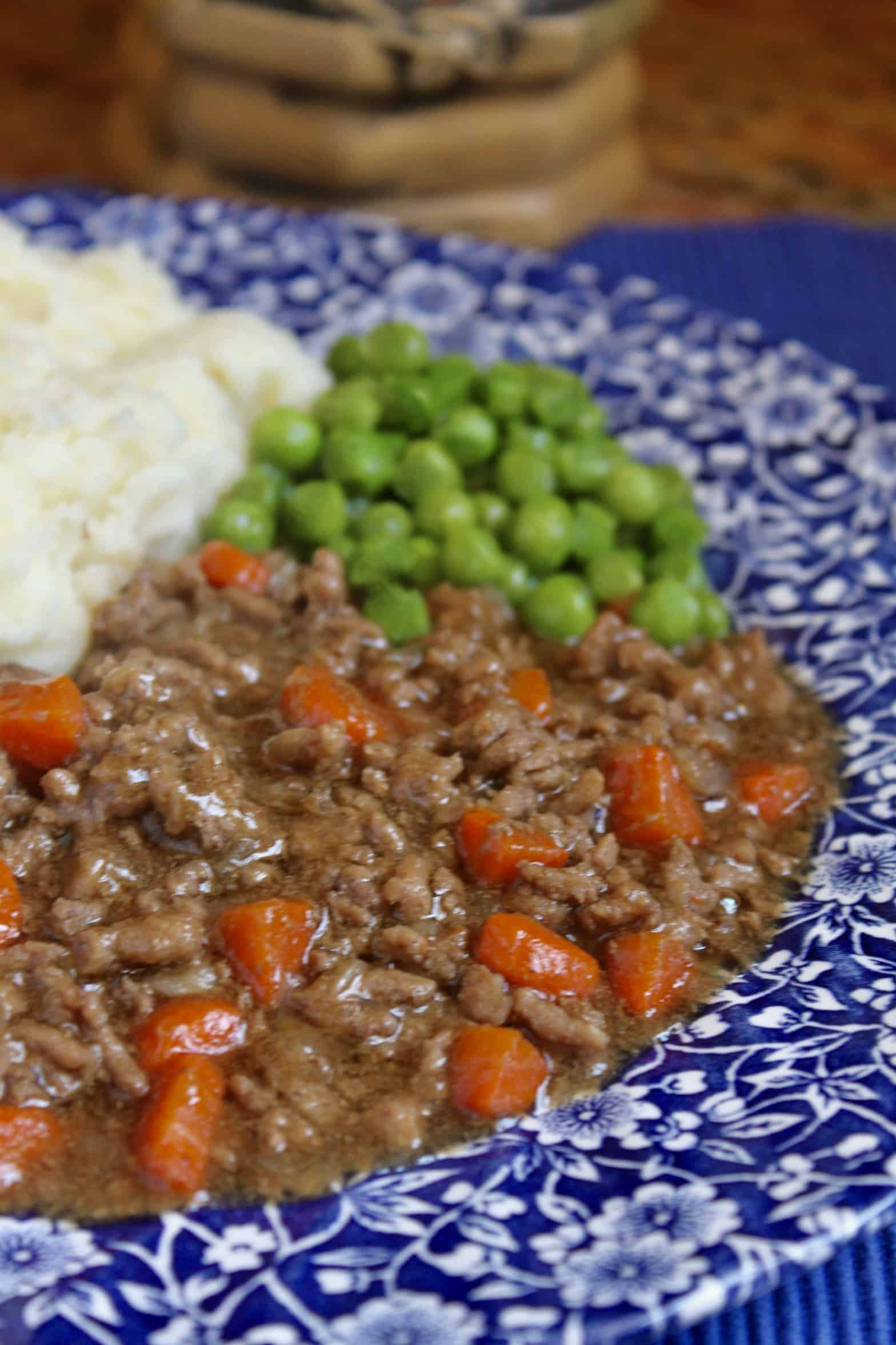 mince and tatties and peas on a plate
