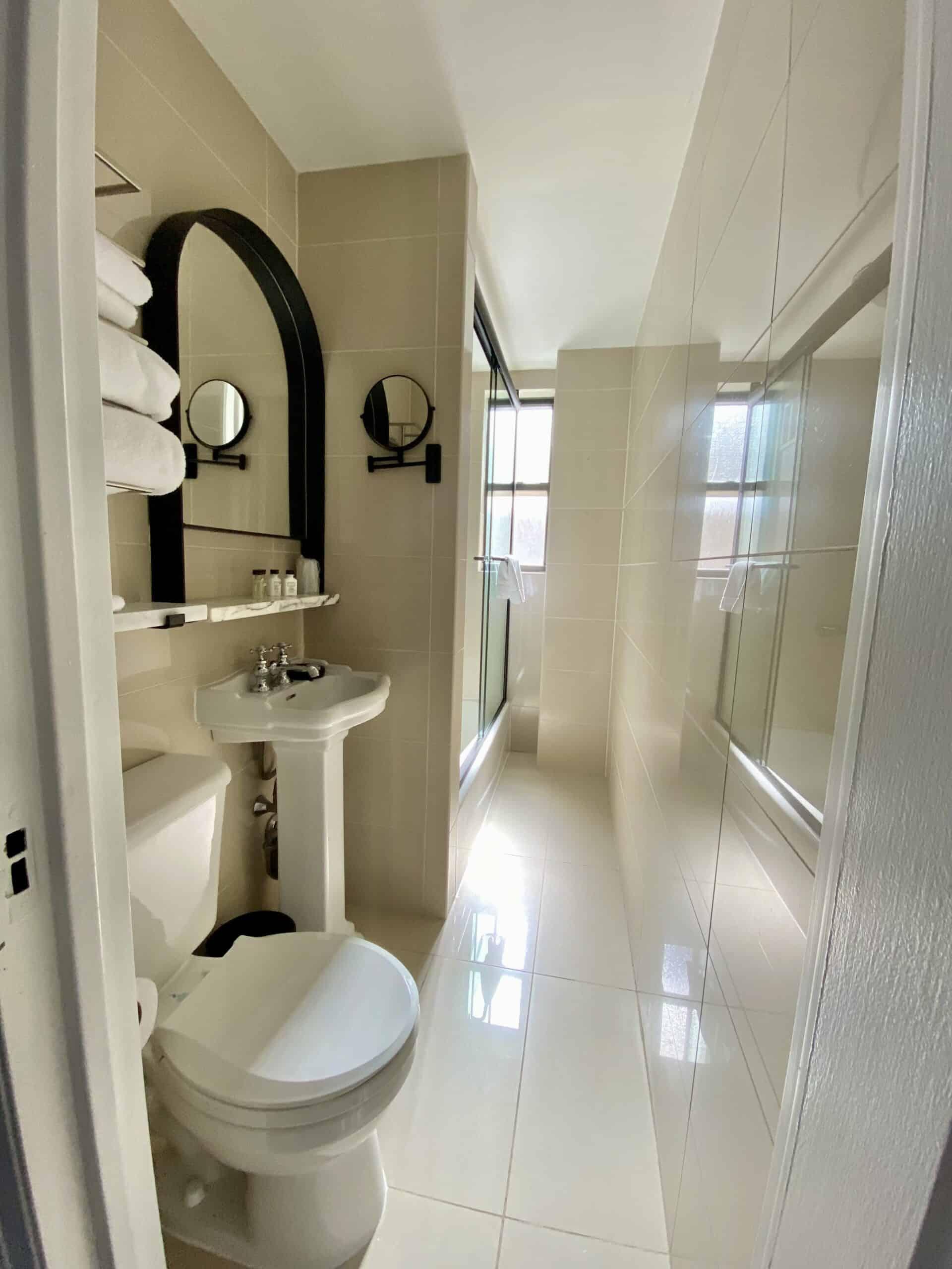 bathroom at the VOCO Franklin Hotel