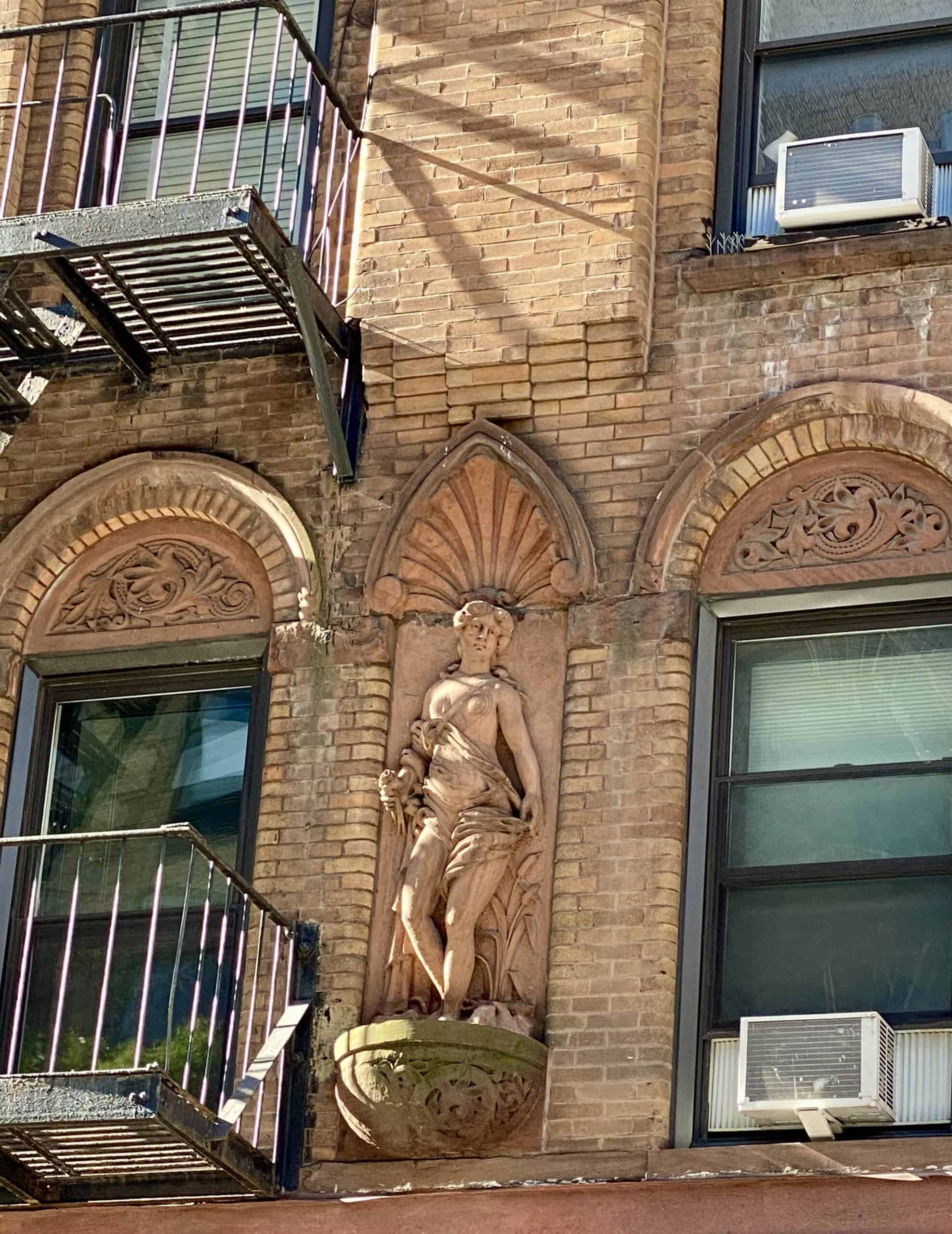building on E 87th street