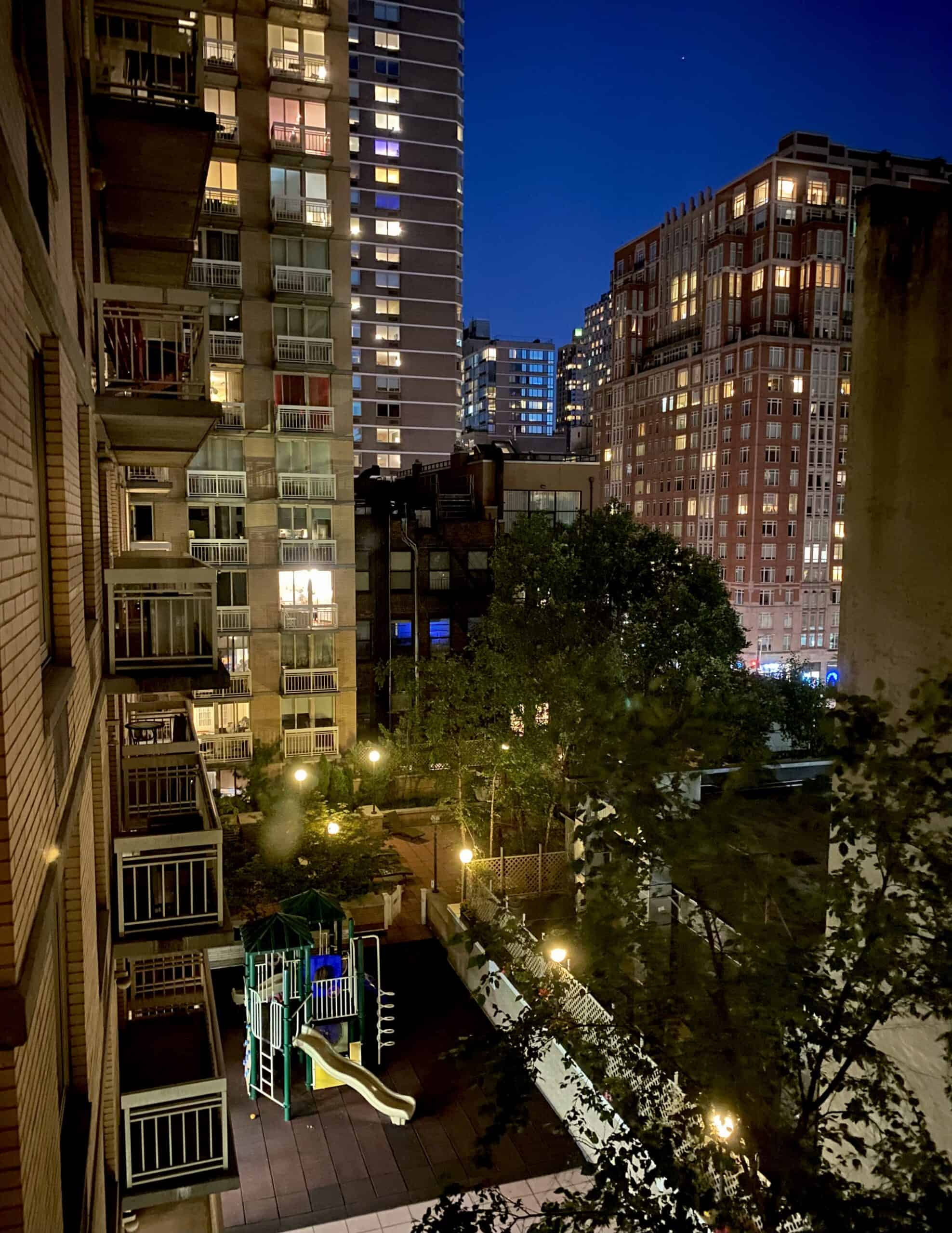 view at the rear of the Franklin hotel in the Upper East Side at night